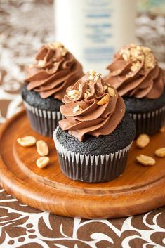 Chocolate Peanut Butter Cupcakes | DinnerEatery