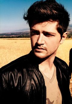 danny o'donohue, lead singer of the script. Beautiful Men, Beautiful People, Gorgeous Guys, Danny The Script, Danny O'donoghue, Daniel Johns, Irish Boys, Latest Celebrity News, Star Wars