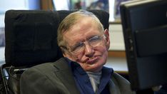 "Stephen Hawking est ""convaincu que les Hommes doivent quitter la Terre"" Stephen Hawking, Donald Trump, Fictional Characters, Astrophysics, Donald Tramp, Fantasy Characters"