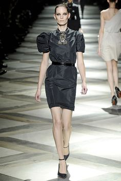Lanvin Spring 2009 Ready-to-Wear Fashion Show - Iris Strubegger