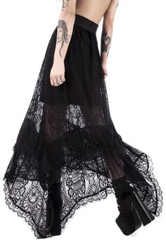 Top Gothic Fashion Tips To Keep You In Style. As trends change, and you age, be willing to alter your style so that you can always look your best. Consistently using good gothic fashion sense can help Dark Fashion, Gothic Fashion, Victorian Fashion, Victorian Lace, Alternative Mode, Alternative Fashion, Gothic Mode, Hallowen Costume, Gothic Outfits