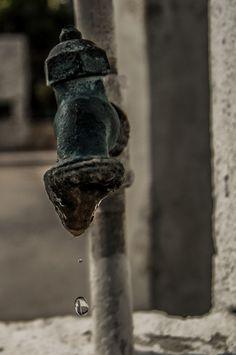 ©Caida libre, de la serie Llaves y Tuberias. 23 de Enero 2013, Campeche, Camp; México. por Luis Sánchez.