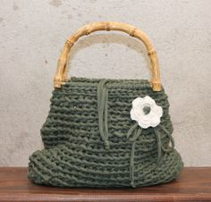 Silvia's bags, crochet bag/borsetta in fettuccia di cotone, manici in bambù.