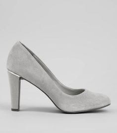 - Underfoot padding- Cushioned toes- Leather insole- Real suede- Rounded toe- Metal trim heel- Block heel- Slip on design