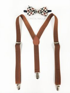 Brown Suspenders and Bowtie Set, Mens suspenders and Bowtie, Barnyard Wedding, Groomsmen: Suspender: Full length 42 inches width 1 inch Bowtie: Adjustable Groomsmen Suspenders, Bowtie And Suspenders, Suspenders Fashion, Bowties, Wedding Men, Wedding Suits, Wedding Attire, Costume Marron, Fashion Mode