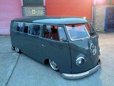 Love the bus Volkswagen Transporter, Volkswagen Bus, Beetles Volkswagen, Vw T1, Vw Caravan, Bus Camper, Vw Classic, Classic Trucks, Combi T1