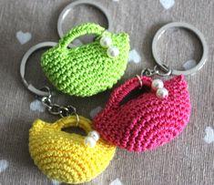 Knitting Dolls Clothes, Crochet Clothes, Crochet Flower Patterns, Crochet Flowers, Crochet Phone Cover, Sunburst Granny Square, Crochet Keychain Pattern, Handbag Tutorial, Crochet Handbags