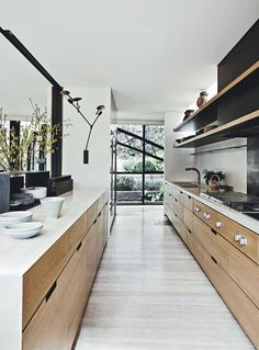 Modern Kitchen Interior Remodeling 8 Amazing Galley Kitchens—and How to Make The Most of Yours via - These small kitchens are quite impressive with their ingenious design. Read on to see these 8 galley kitchen for yourself. Galley Kitchens, Cool Kitchens, Small Kitchens, Modern Kitchen Design, Interior Design Kitchen, Kitchen Designs, Galley Kitchen Design, Kitchen Contemporary, Interior Ideas