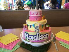 The finished Shopkins cake!