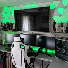 Looking for a cool gaming setup? Check out these Epic 25 Gaming Setups Gaming Desk Setup, Computer Setup, Computer Gaming Room, Computer Workstation, Pc Setup, Deco Gamer, Bedroom Setup, Video Game Rooms, Game Room Design