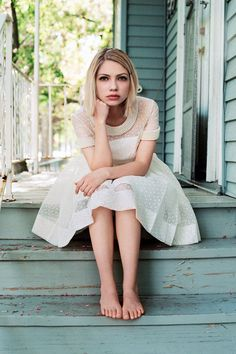 Tavi Gevinson photographed by Angelo Pennetta for Vogue UK October 2014 Tavi Gevinson, Barefoot Girls, Small Town Girl, Vogue Uk, Female Feet, Celebrity Feet, Girl Crushes, Lady, Ideias Fashion