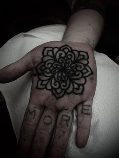 Guy Leta Tooer: is the top source for tattoo, tattoo aftercare, tattoo ideas for men and women, tattoo products and beginner's guide to getting a tattoo. Line Tattoos, Black Tattoos, Cool Tattoos, Manos Tattoo, Black Dahlia, Tattoo Aftercare, East River, Rite Of Passage, Ap Art