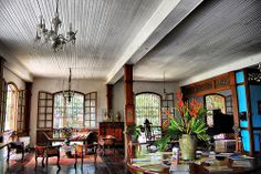 inside the ancestral house victor fernernandez gaston - Architectures Philippine Architecture, Architecture Life, Tropical Architecture, Filipino House, Home Design Living Room, Living Spaces, Zen Interiors, Philippine Houses, Thai House
