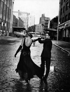 Harper's Bazaar US, November 1992Photographer: Peter LindberghModels: Linda Evangelista & Hugh Grant