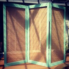 Sunday afternoon project....3-panel chicken wire screen with burlap fabric backing. Can someone say LOVE?!!