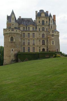 Château de Brissac -Le château de Brissac se trouve à Brissac-Quincé, dans le département de Maine-et-Loire, à quinze kilomètres d'Angers.