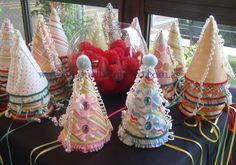 Narices de payasos y bonetes para todos los invitados. Circus party http://antonelladipietro.com.ar/blog/2012/03/payasos-en-el-cumple/