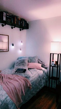 Room decor - 41 stylish, dorm room ideas and decor essentials for girls 36 dormroomideas dormroomforgirls dormroomdecor Cute Bedroom Ideas, Cute Room Decor, Room Ideas Bedroom, Teen Room Decor, Small Room Bedroom, Bedroom Inspo, Bedroom Ideas For Small Rooms For Teens For Girls, Girls Bedroom, Dorms Decor