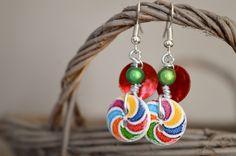 Boucles d'oreilles sans nickel, boutons bois multicolores et nacres - Bijoux TessNess : Boucles d'oreille par tessness