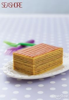 Traditional layer cakes are more dense and can be seen in many flavors. Pricey because of its tedious work, this recipe will ease it up and you can bake them at home today! Indonesian Desserts, Asian Desserts, Indonesian Cuisine, Indonesian Recipes, Cookie Desserts, No Bake Desserts, Dessert Recipes, Food Cakes, Cupcake Cakes