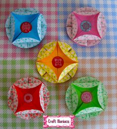 Learn how to make this easy tea bag folding medallion at.....Aprende a hacer este lindo y sencillo medallon siguiendo la tecnica de tea bag folding en.... http://craftmaniacss.blogspot.jp/2013/03/tea-bag-folding-6-easy-medallion.html