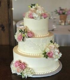 Elegant lace appliqué wedding cake