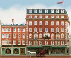 Afternoon tea at Fortnum & Mason, London. England And Scotland, England Uk, London England, Places To Travel, Places To Visit, Courses Hippiques, British Home, London Landmarks, Famous Castles