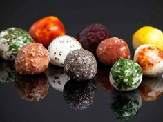 Wikipearls: Bite-sized foods wrapped in edible packaging