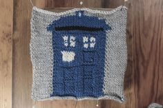 Knitted Tardis – Fre