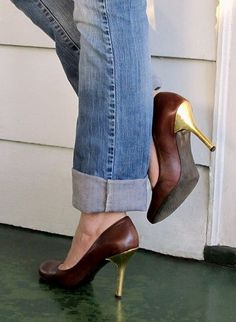 What Would Khaleesi Wear?DIY Gold Leaf Heels (Click-Through for Tutorial, as always) Shoe Refashion, Do It Yourself Fashion, Gold Diy, Fashion Project, Diy Clothing, Diy Fashion, Fashion Dresses, Gold Leaf, Me Too Shoes