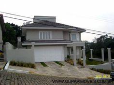 Casa cinza com telha plana de concreto na cor grafite