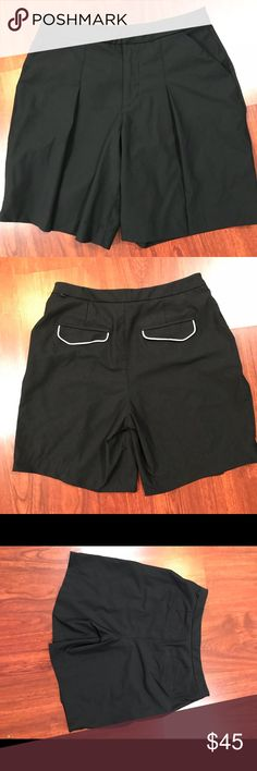 """Lululemon Athletica Womens Pleated Shorts SZ 6 Lululemon Athletica Womens Pleated Shorts SZ 6 Casual Tennis Gulf Run Black Preowned but still in good condition shorts Pockets can be tucked in or out in the back for different look Waist measures 28"""" Length 17"""" Inseam 8"""" lululemon athletica Shorts"""