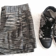 """Rag & Bone Silk Shorts Black and gold shimmer silk shantung silk shoets. Side pockets , belt loops, front zip. Size 6 measures 15"""" flat waist, 10"""" rise , length is 13"""". Content is 100% silk. in excellent condition. No trades. rag & bone Shorts"""
