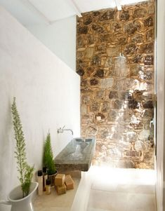 stone shower - ÃBATON Architects: Off Grid Home in Extremadura - Thisispaper Magazine Natural Bathroom, Bathroom Spa, Stone Bathroom, Bathroom Design Inspiration, European Home Decor, Stone Houses, Traditional Decor, Rustic Interiors, Beautiful Bathrooms