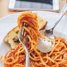 Nothing says comfort food like a delicious, hearty bowl of fresh pasta, made Gre – Amazing World Food and Recipes Healthy Eating Tips, Healthy Nutrition, Sauces, Fresh Pasta, Spaghetti, Vegetable Drinks, Mets, Sweet And Spicy, Penne