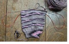 The Magical Magic Loop - Knitting Daily - Knitting Daily - about using a circular needle to knit socks as opposed to the more standard method with dpns/ladders. Knit Socks, Knitting Socks, Knitting Stitches, Hand Knitting, Knitting Basics, Magic Loop Knitting, Knitting Daily, Knitting Projects, Crochet Projects