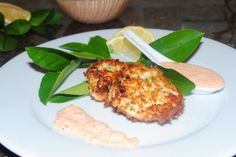 Crab cakes with red pepper horseradish sauce