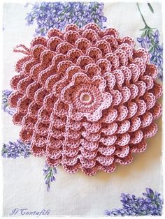Pretty Flowers, Crochet designs, diagrams, how to's and ideasOne of the fanciest, most beautiful pot holders you will ever see!Pretty petals potholder: free crochet pattern - for Deb Addesso!Pretty petals potholder: free pattern This would make a lov Crochet Home, Love Crochet, Crochet Motif, Beautiful Crochet, Crochet Designs, Crochet Crafts, Crochet Doilies, Yarn Crafts, Crochet Flowers