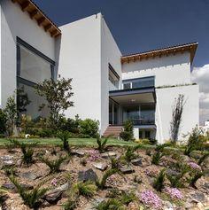 La Casa Bonita by Almazán Arquitectos Asociados - http://www.interiordesignnewideas.com/la-casa-bonita-by-almazan-arquitectos-asociados.html