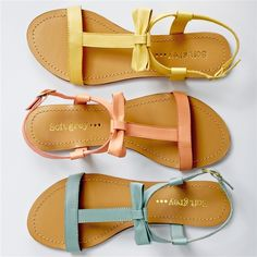 Lightweight Flat Leather Sandals with Bow