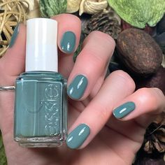 """Mi piace"": 247, commenti: 7 - Brandi 💁🏻💋💅🏻 (@livwithbiv) su Instagram: ""I just recently found this polish at @Marshall's!! This is @Essie 'Fall in Line' from the Fall 2014…"""