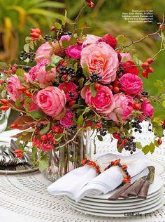Pink Flower Arrangements, Tea Time, Pink Flowers, Gardens, Table Decorations, Home Decor, Table, Dekoration, Decoration Home