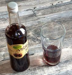 Višňový sirup výborně osvěží Med, Red Wine, Alcoholic Drinks, Syrup, Liquor Drinks, Alcoholic Beverages, Liquor