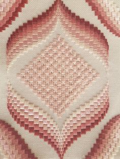 Florentine Bargello Embroidery: 25 Patterns for Different D Bargello Needlepoint, Bargello Quilts, Broderie Bargello, Bargello Patterns, Needlepoint Patterns, Embroidery Tools, Hardanger Embroidery, Embroidery Techniques, Embroidery Stitches
