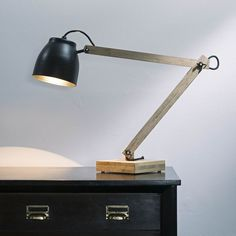 Poise Desk - Lamp