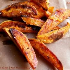 Minus the sour cream. Comfy Cuisine: Sweet Potato Wedges with Maple-Bacon Sour Cream Crispy Sweet Potato, Sweet Potato Wedges, Skinny Recipes, Healthy Recipes, Good Food, Yummy Food, Side Dish Recipes, Side Dishes, Main Dishes