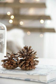 my scandinavian home: Guest post: DIY Christmas Tree Cottage Christmas, Christmas Mood, Diy Christmas Tree, Rustic Christmas, All Things Christmas, Christmas Decorations, Xmas, Holiday Decor, Scandinavian Christmas