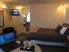Foreshore Motor Lodge are offers comfortable, modern accommodation in  Lower Hutt City, Wellington. Our accommodation services like studios, 1 bedroom and 2 bedroom units for family, holiday, business and travelers to discover the Wellington, New Zealand.