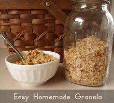 Easy Homemade Granola Recipe (coconut oil, honey, oats and almonds)