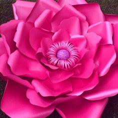 """246 Likes, 9 Comments - Flores Con Papel (@floresconpapel) on Instagram: """"El lado más glamuroso y maduro del magenta y el rosa. Este color está asociado a la moda, la…"""""""